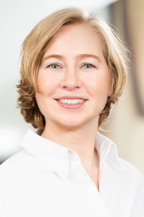 Dr. med. Anya Miller